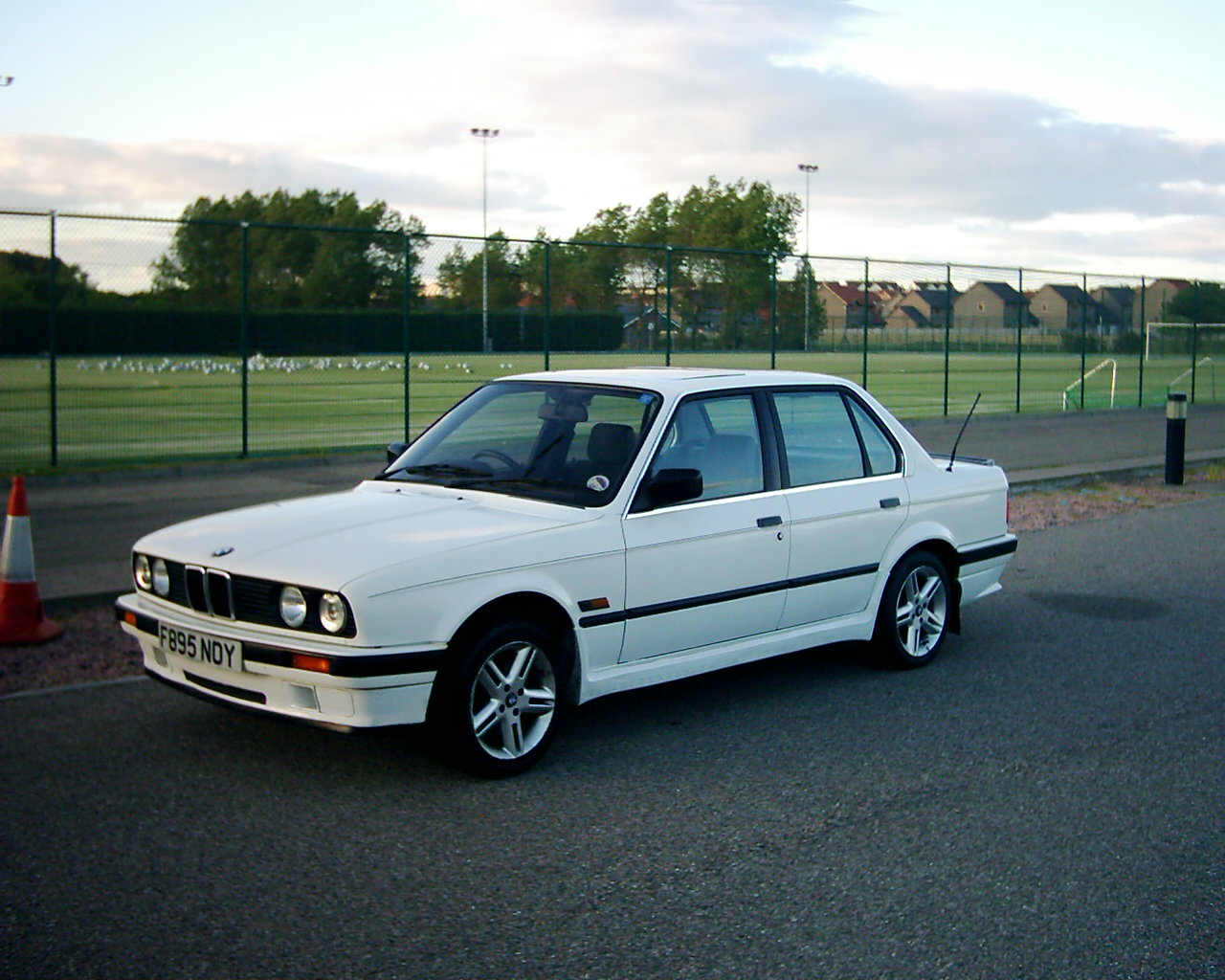 BMW 3 series 325is 1991 photo - 9