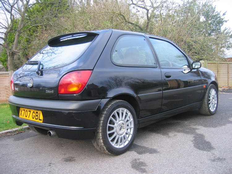 Ford Fiesta 1.6i 1995 photo - 7