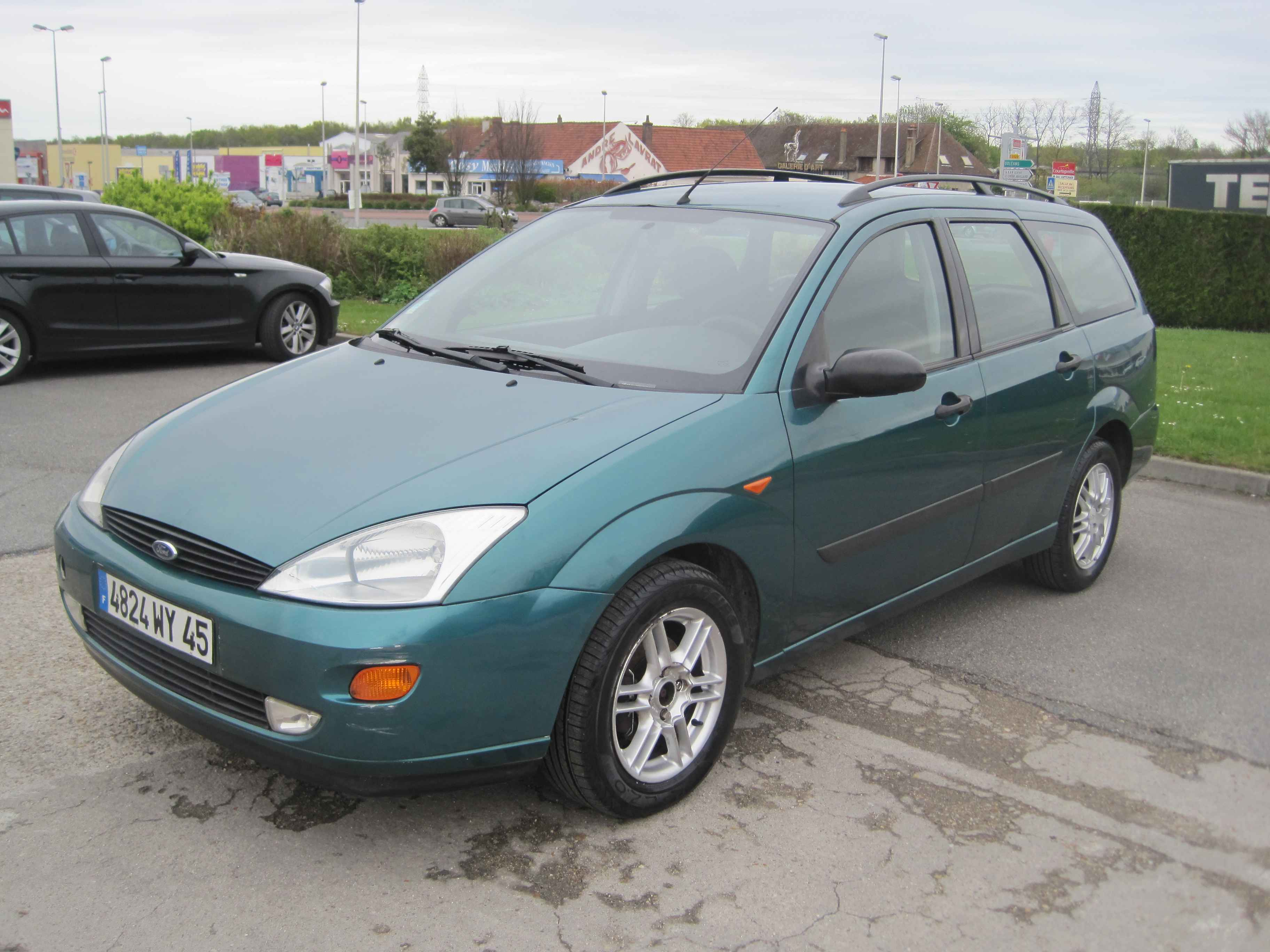 ford focus 1 8 1997 technical specifications interior and exterior photo. Black Bedroom Furniture Sets. Home Design Ideas