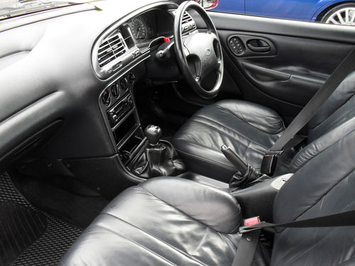 Ford Mondeo 2.0 1993 photo - 12