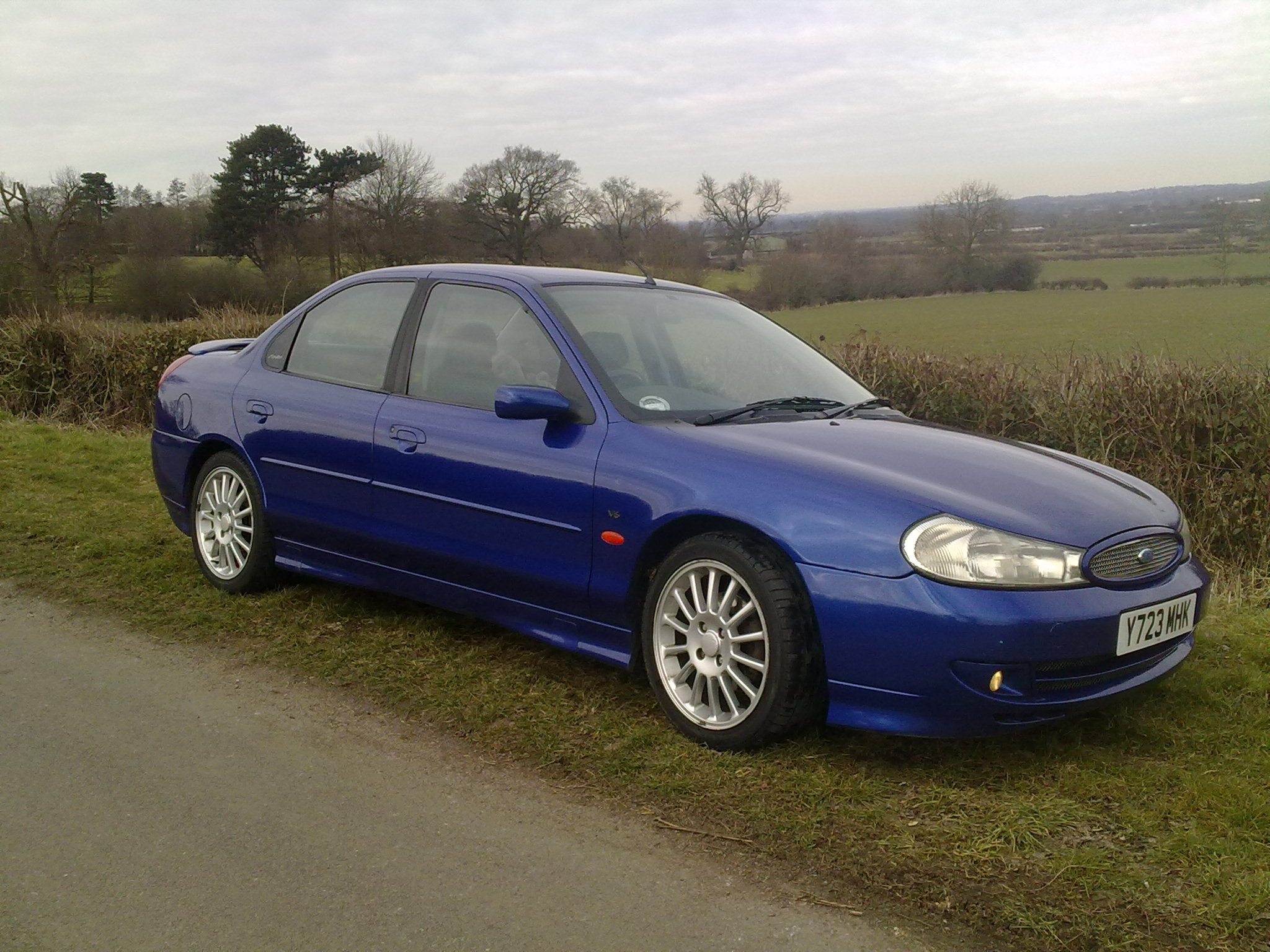 Ford Mondeo 2.5 2001 photo - 10