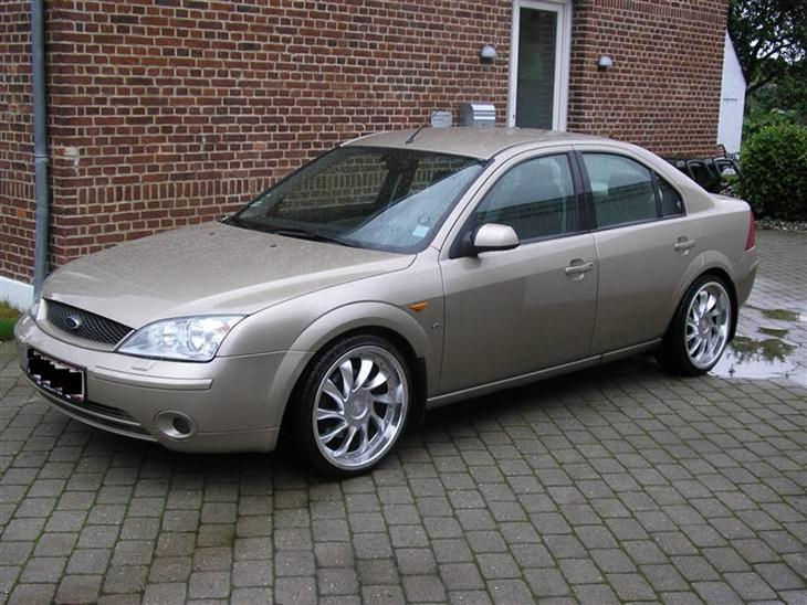 Ford Mondeo 2.5 2001 photo - 12