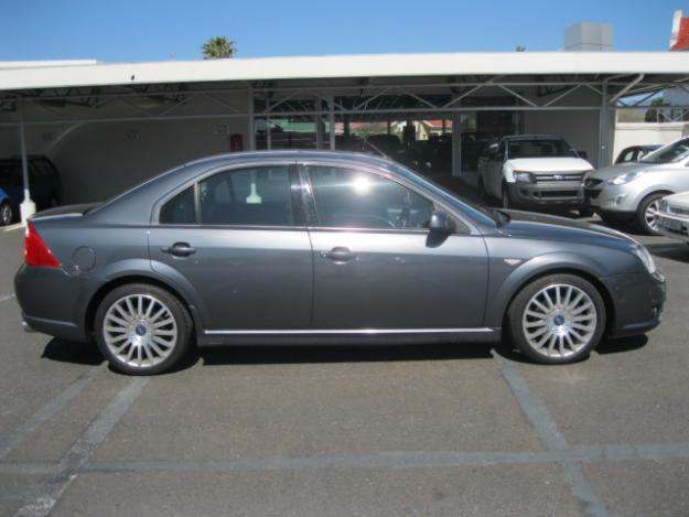 Ford Mondeo 3.0 2005 photo - 3