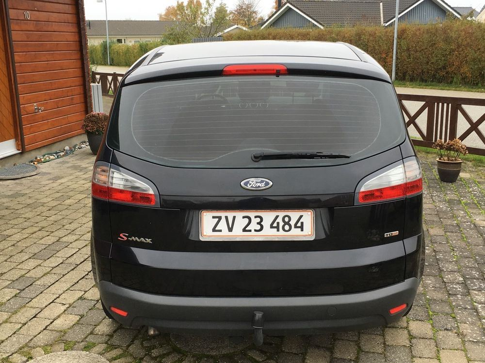 Ford S-Max 2.0 2009 photo - 12