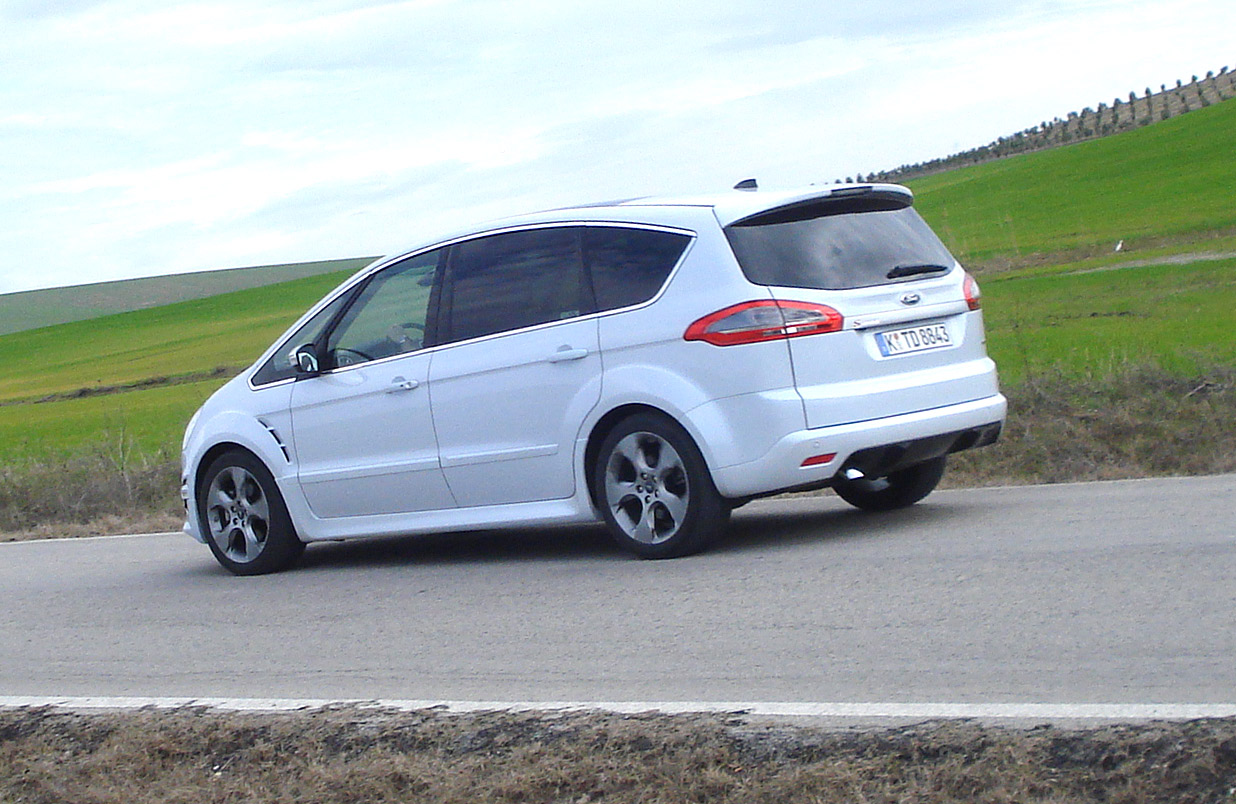 Ford S-Max 2.0 2010 photo - 12