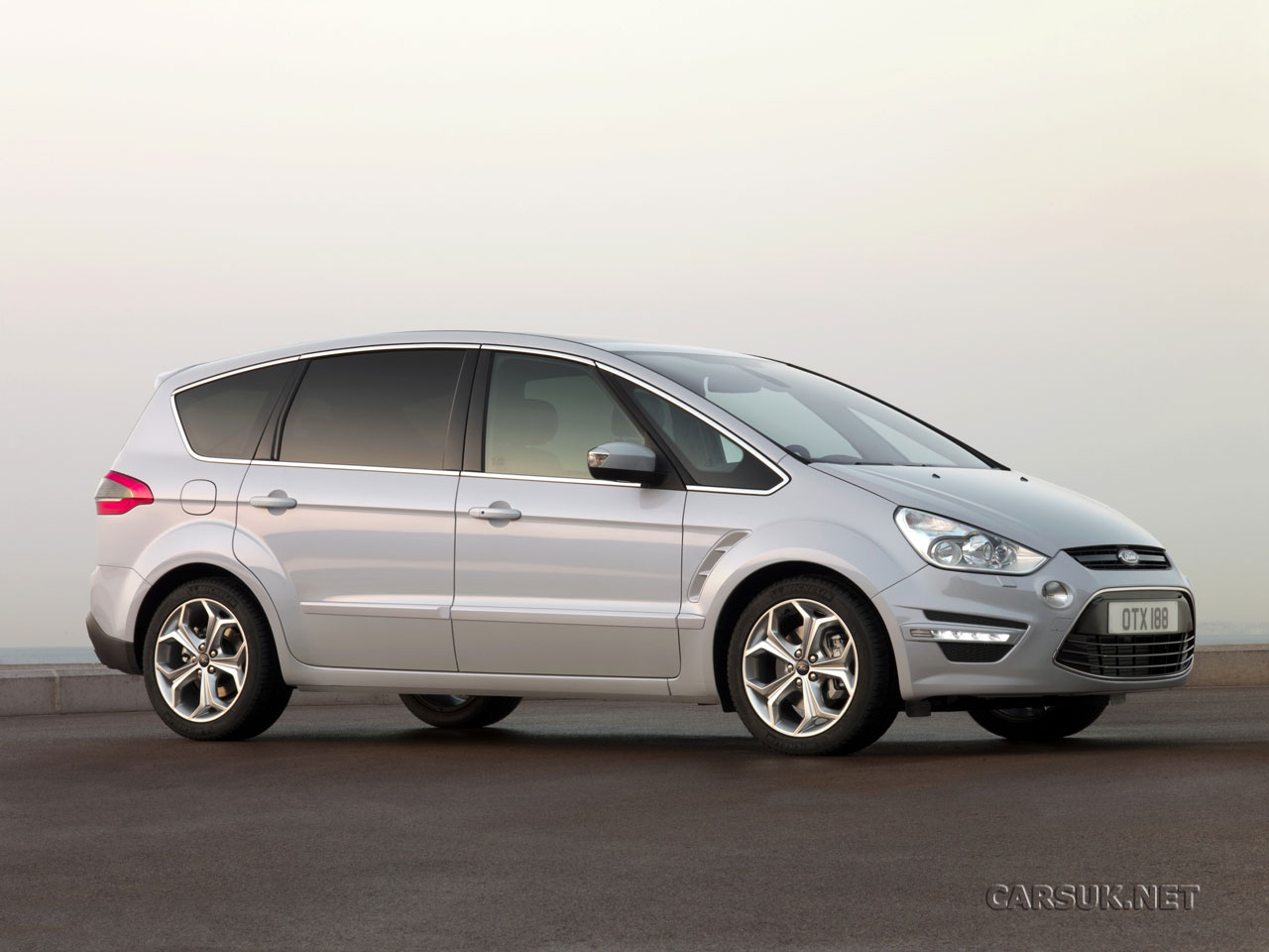 Ford S-Max 2.0 2010 photo - 9