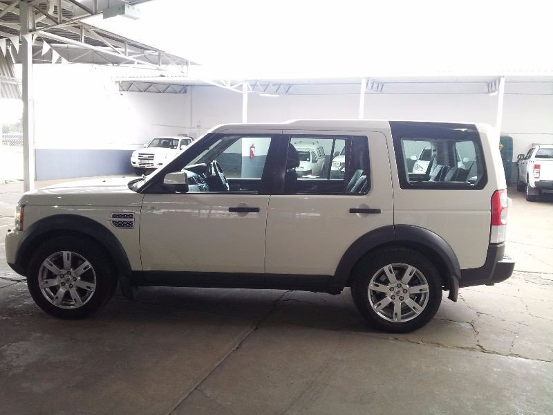 Land Rover Discovery 3.0 2010 photo - 1