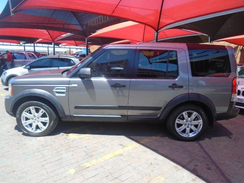 Land Rover Discovery 3.0 2010 photo - 12