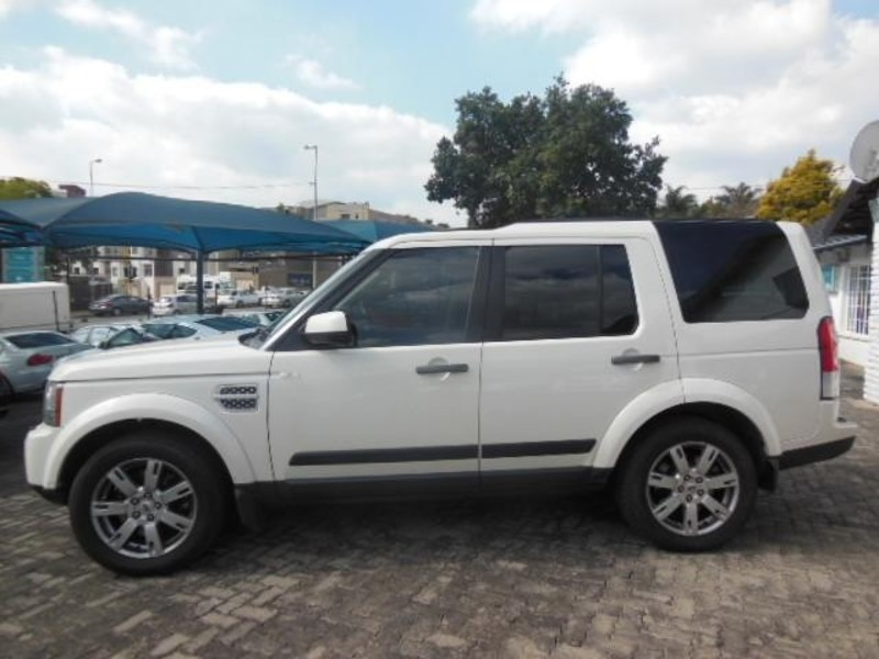 Land Rover Discovery 3.0 2010 photo - 2