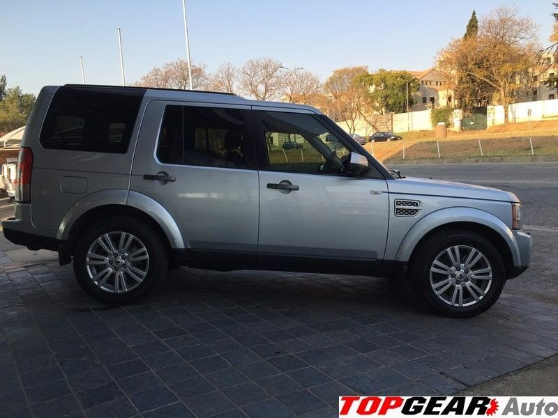Land Rover Discovery 3.0 2010 photo - 4