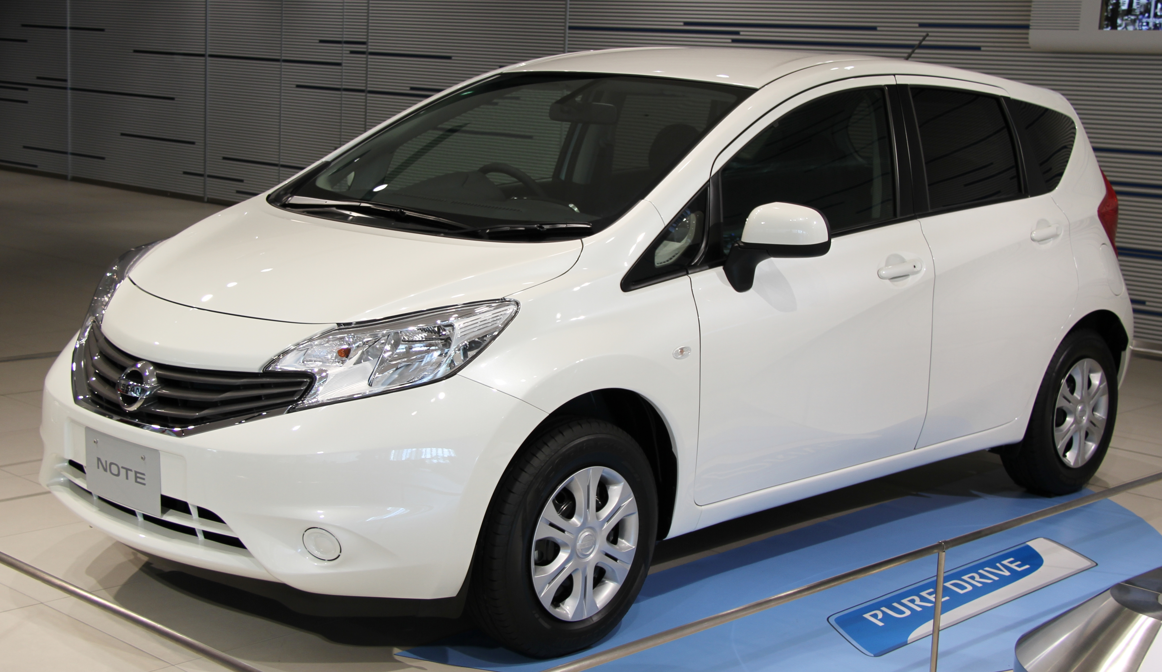Nissan Note 1.6 2001 photo - 9