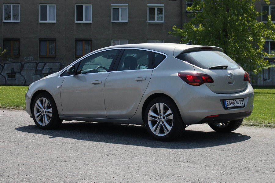 Opel Astra 1.7 2009 photo - 9