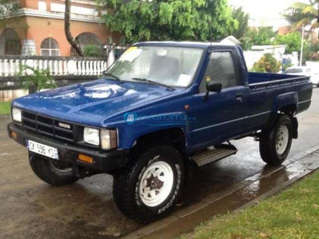 toyota hilux 2 4 1985 technical specifications interior and exterior photo. Black Bedroom Furniture Sets. Home Design Ideas