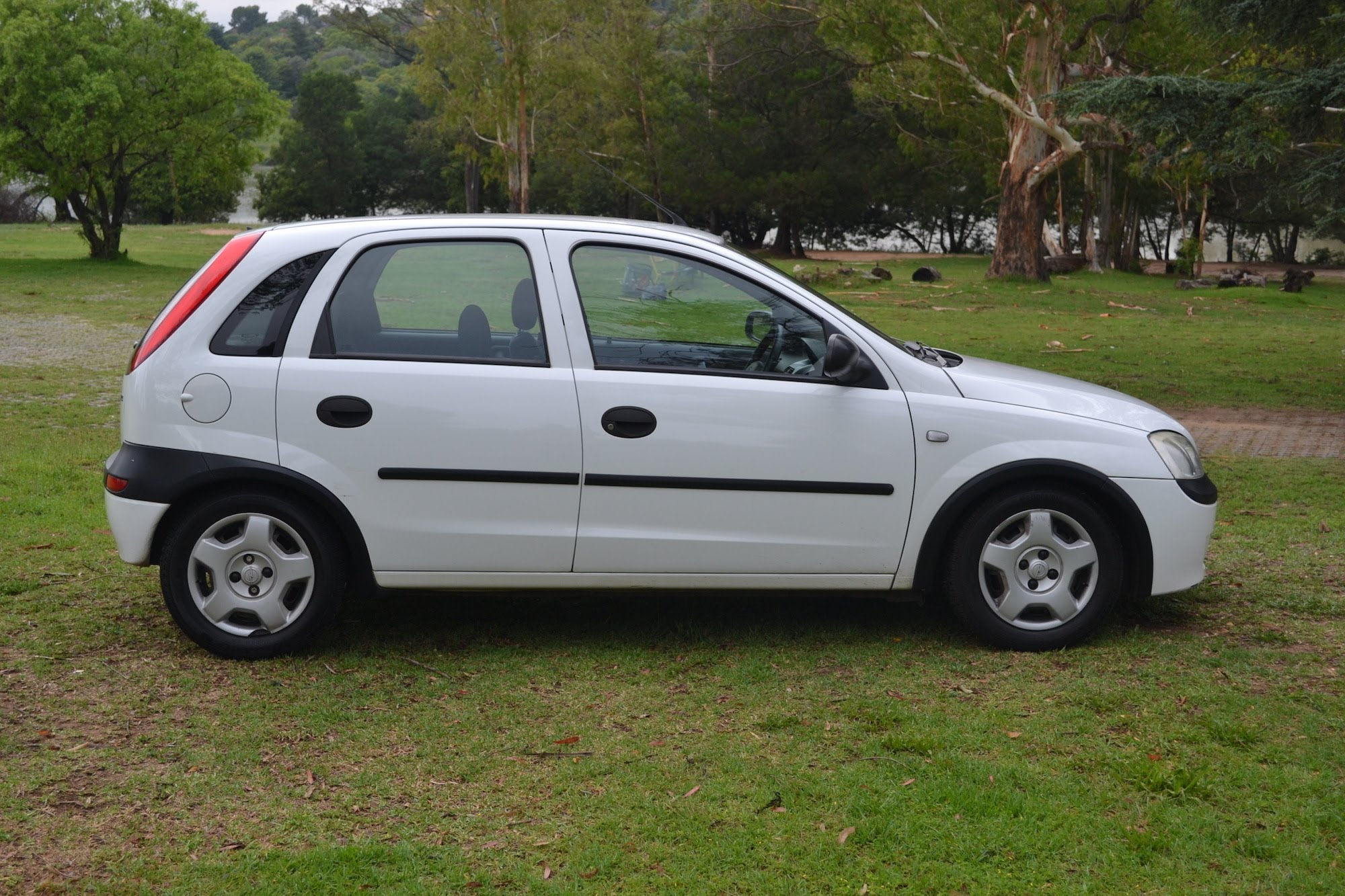 Opel Corsa 1.0 2005 - Technical specifications