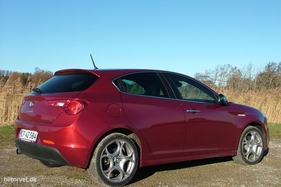 Alfa Romeo Giulietta 1.4 2011 photo - 4