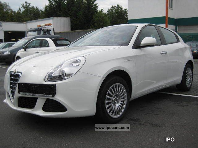 Alfa Romeo Giulietta 1.4 2011 photo - 5