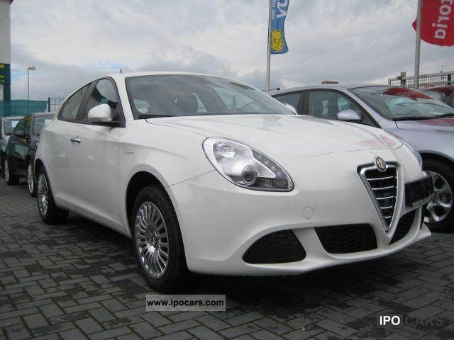 Alfa Romeo Giulietta 1.4 2011 photo - 9