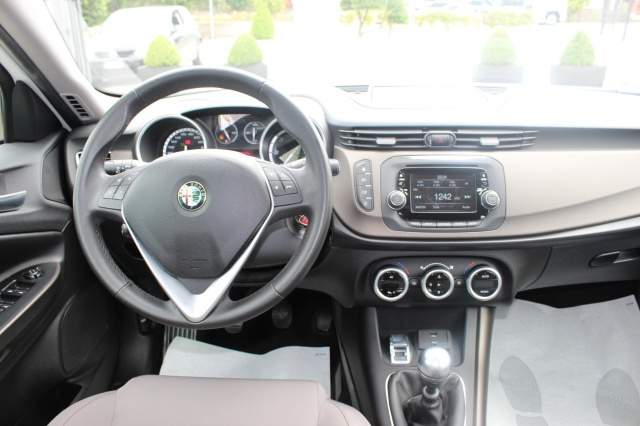 Alfa Romeo Giulietta 1.8 2008 photo - 11