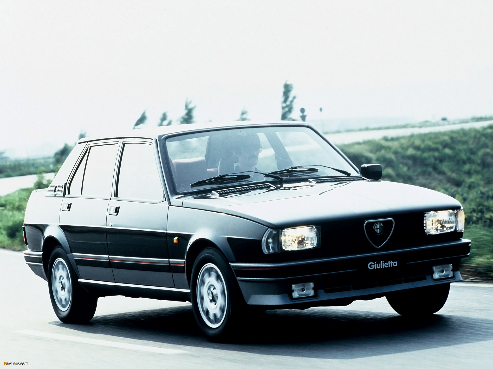 Alfa Romeo Giulietta 2.0 1985 photo - 4