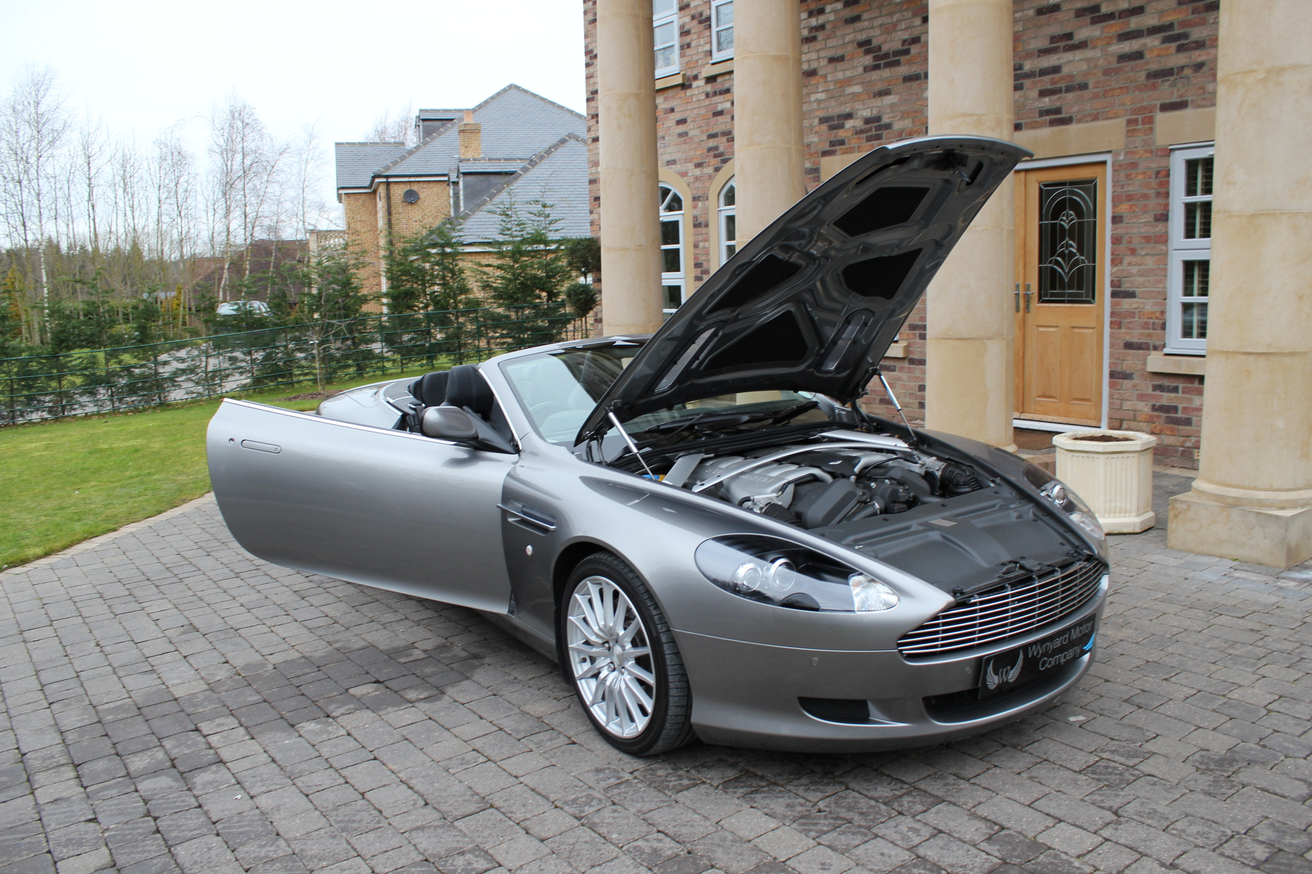 Aston Martin DB9 5.9 2008 photo - 9