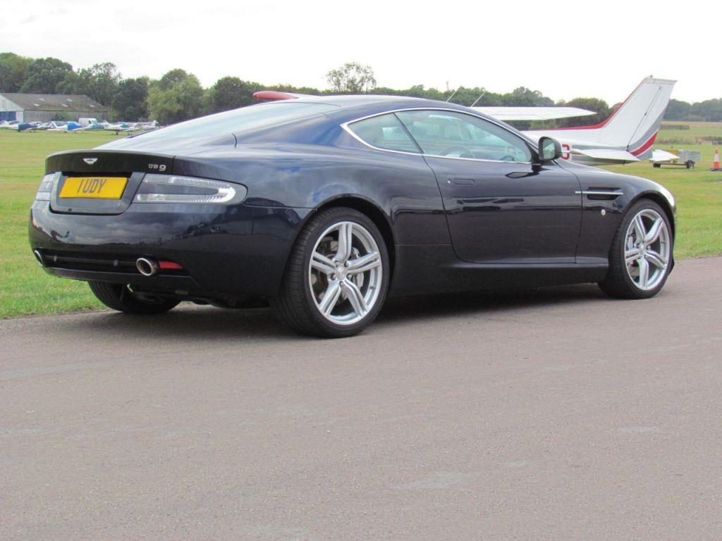 Aston Martin DB9 5.9 2010 photo - 2