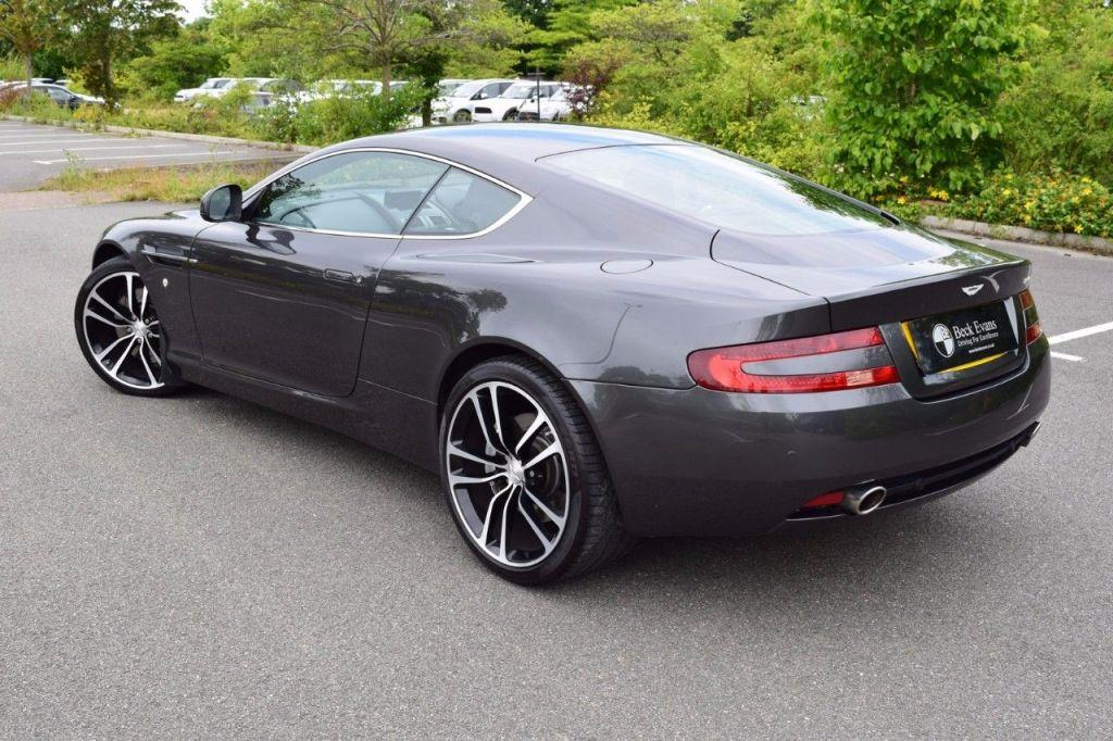 Aston Martin DB9 5.9 2010 photo - 3