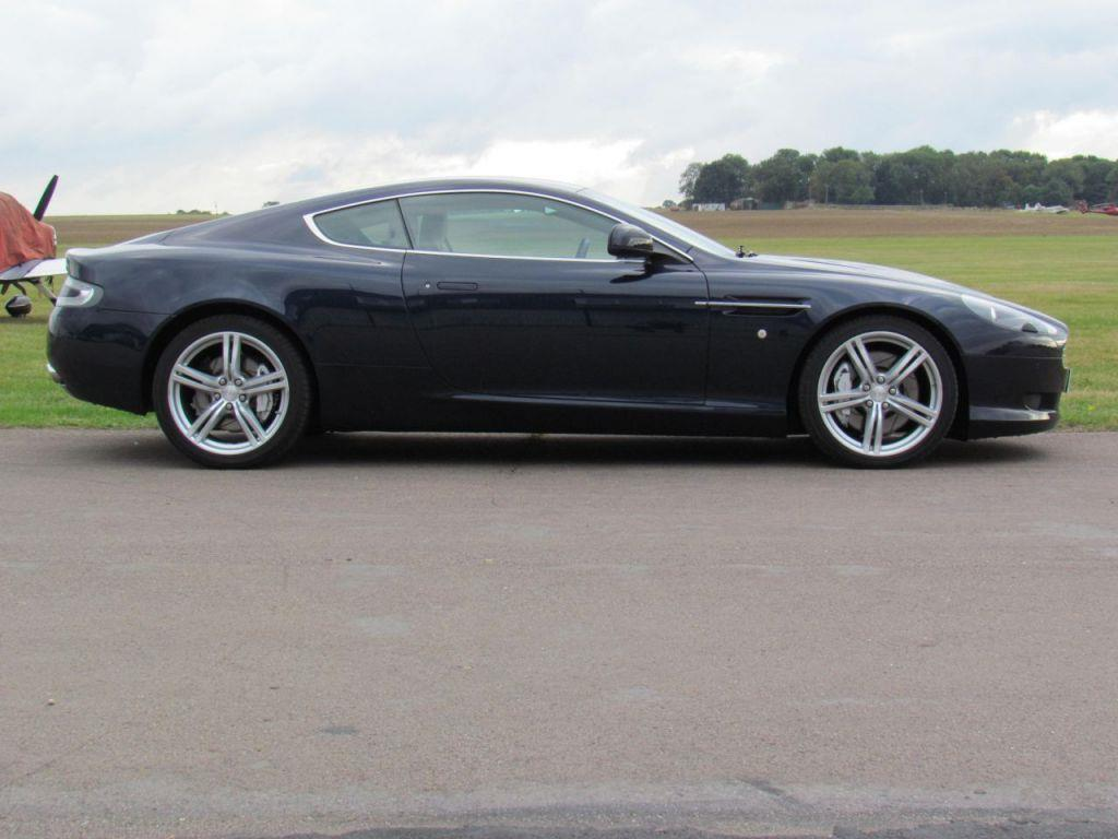 Aston Martin DB9 5.9 2010 photo - 7