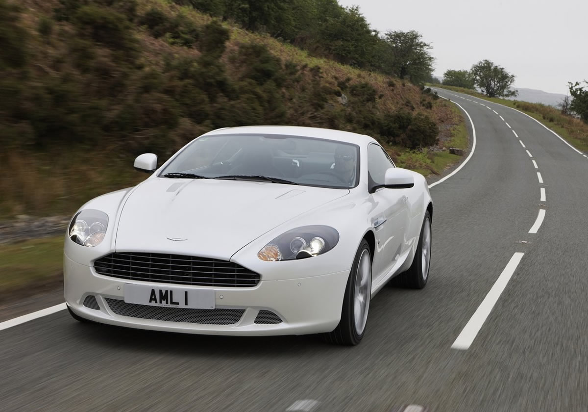 Aston Martin DB9 5.9 2011 photo - 1