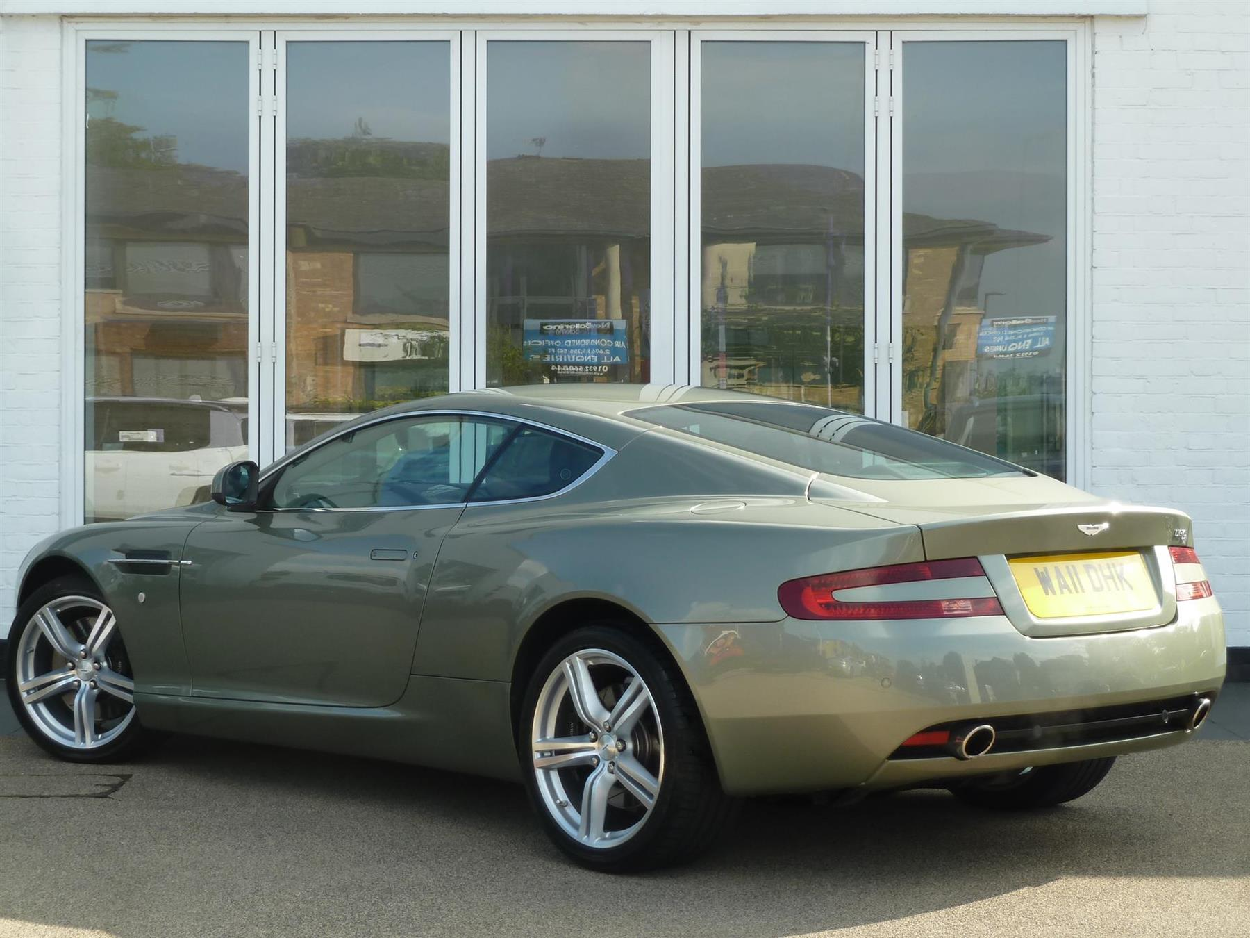 Aston Martin DB9 5.9 2011 photo - 11