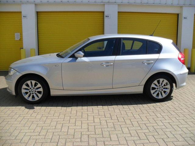 BMW 1 series 118d 2007 photo - 9