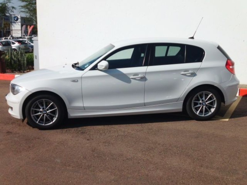 BMW 1 series 120i 2010 photo - 2