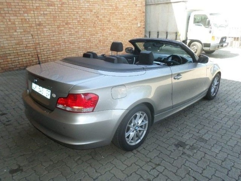BMW 1 series 120i 2010 photo - 4