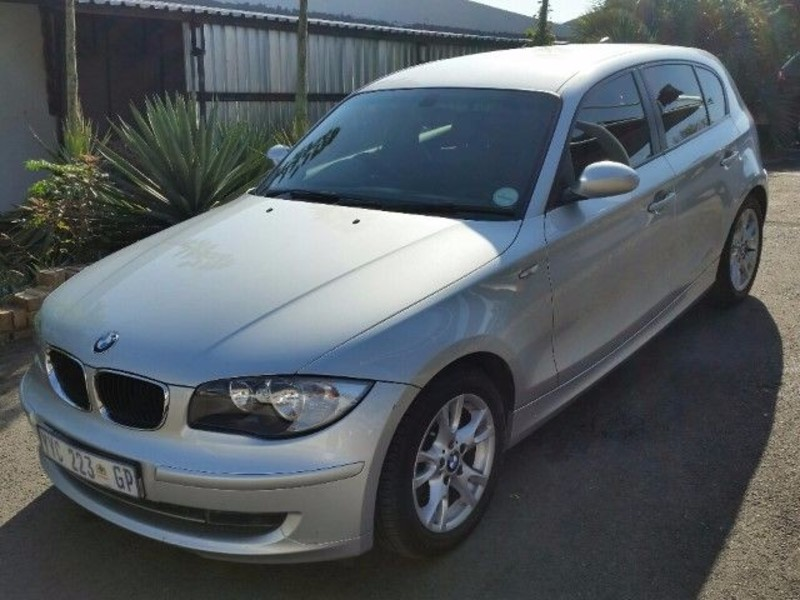 BMW 1 series 120i 2010 photo - 6