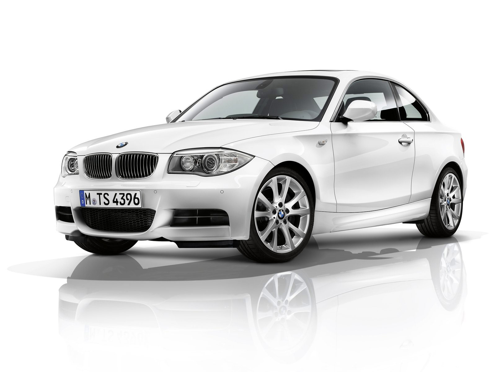 BMW 1 series 135is 2012 photo - 7