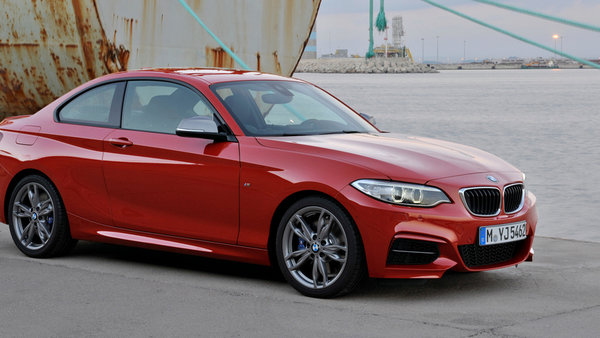 BMW 2 series 228i 2013 photo - 2