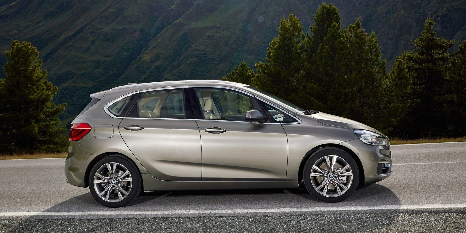 BMW 2 series Active Tourer 216d 2014 photo - 8
