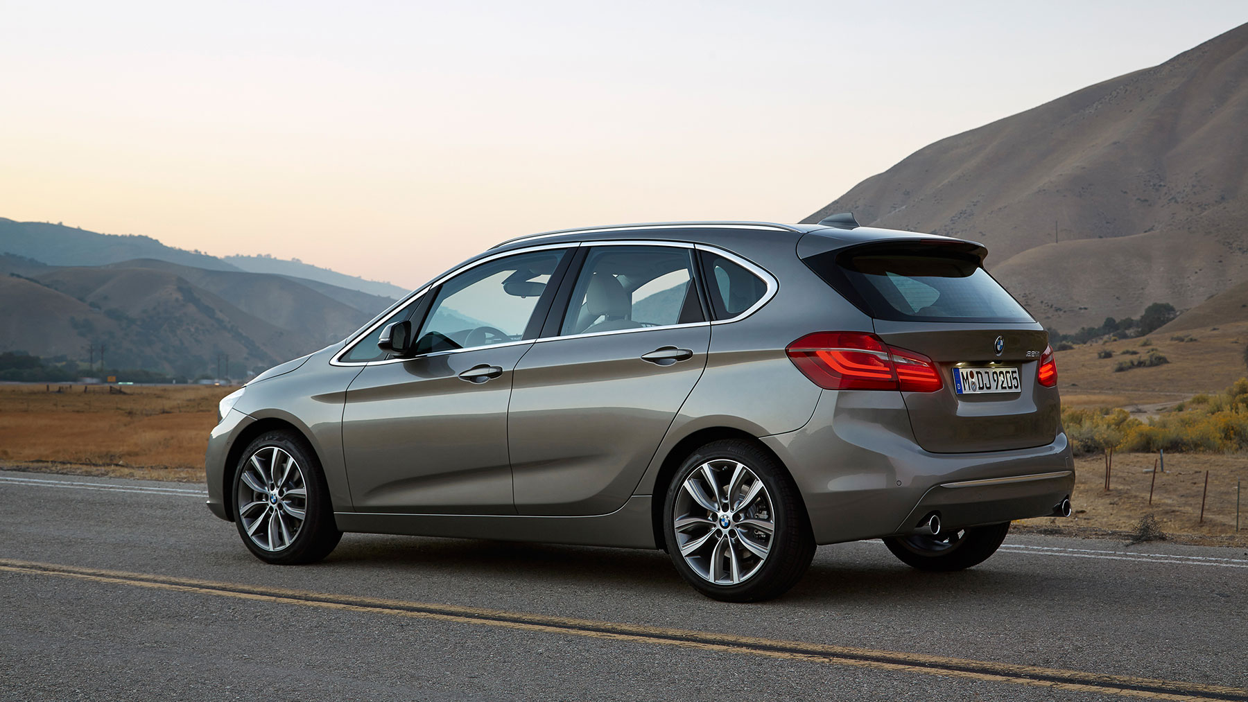 BMW 2 series Active Tourer 218i 2014 photo - 1