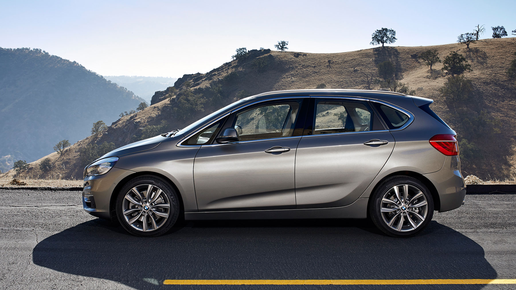 BMW 2 series Active Tourer 218i 2014 photo - 2