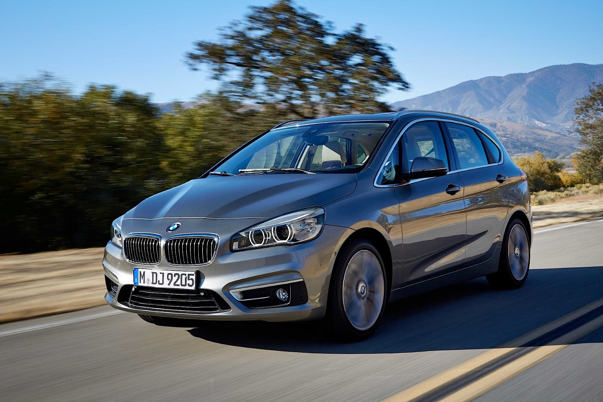 BMW 2 series Active Tourer 220d 2014 photo - 1
