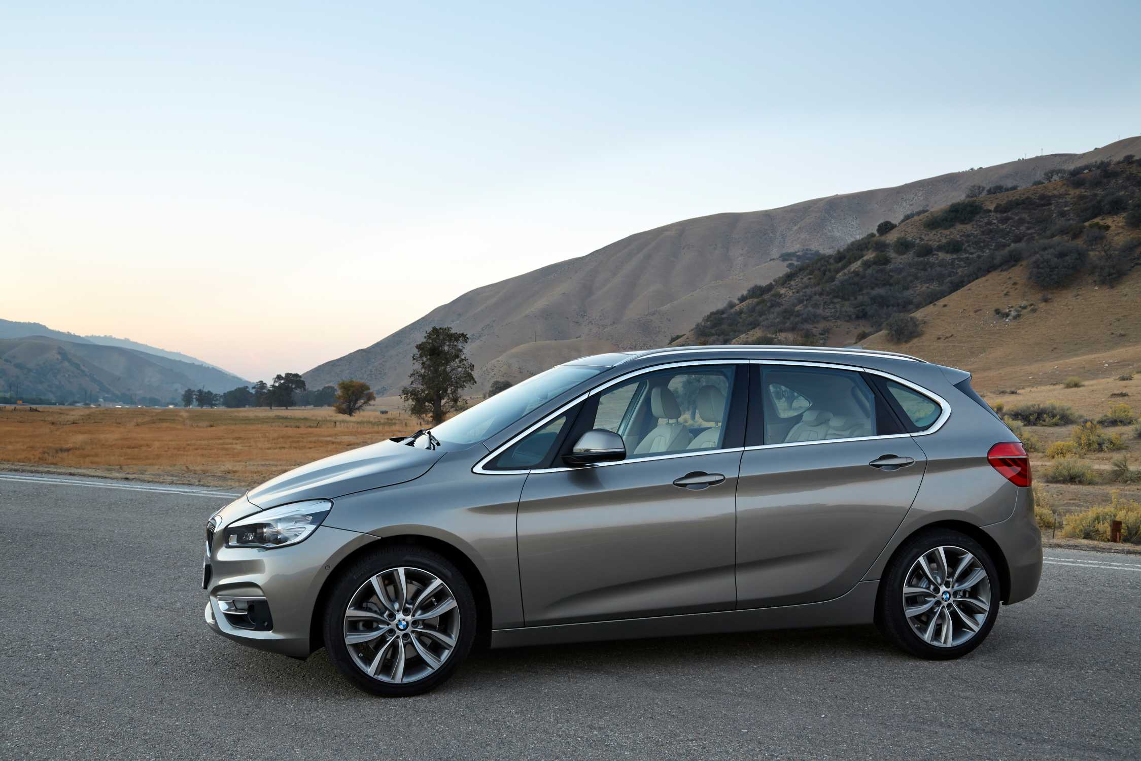 BMW 2 series Active Tourer 220d 2014 photo - 6