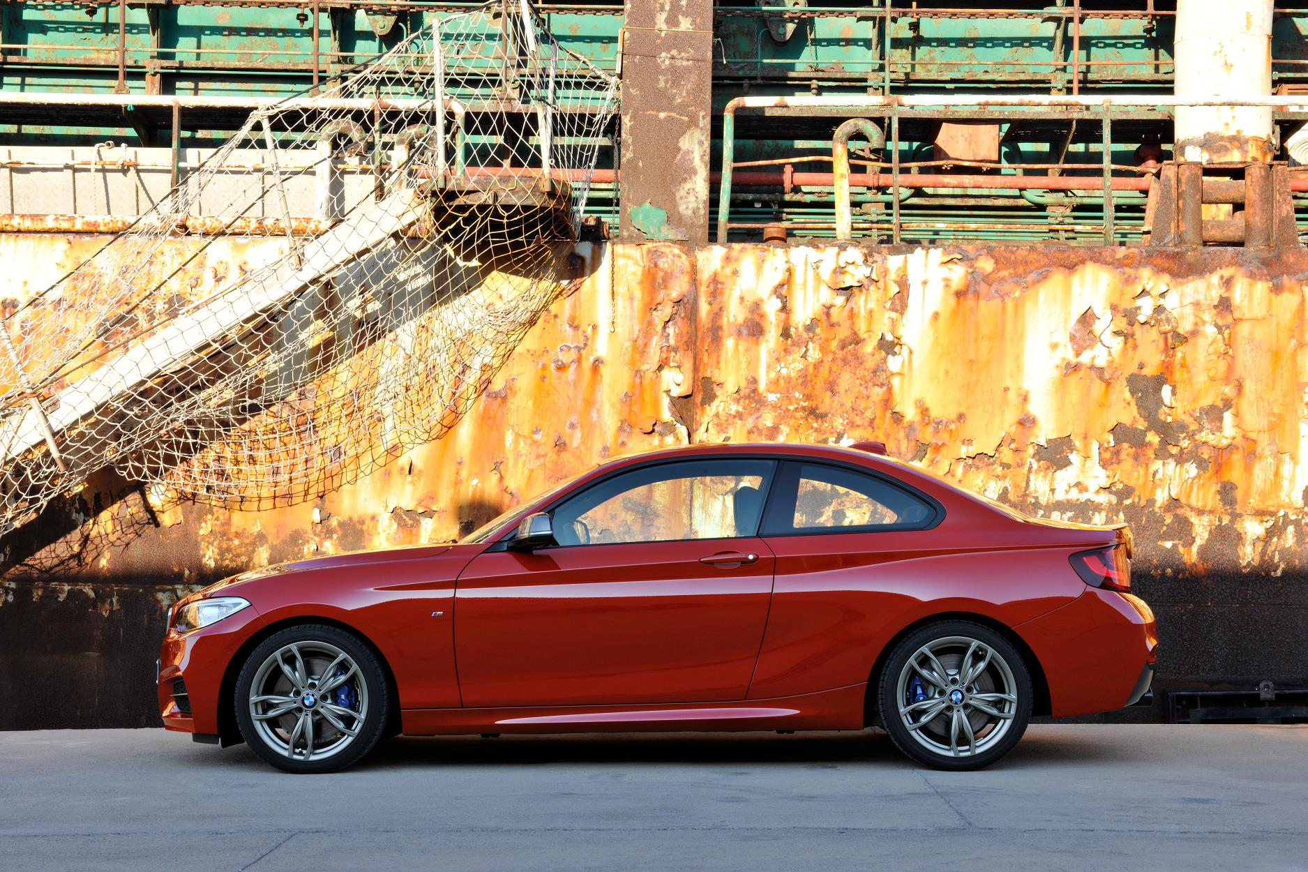 BMW 2 series M235i 2014 photo - 3