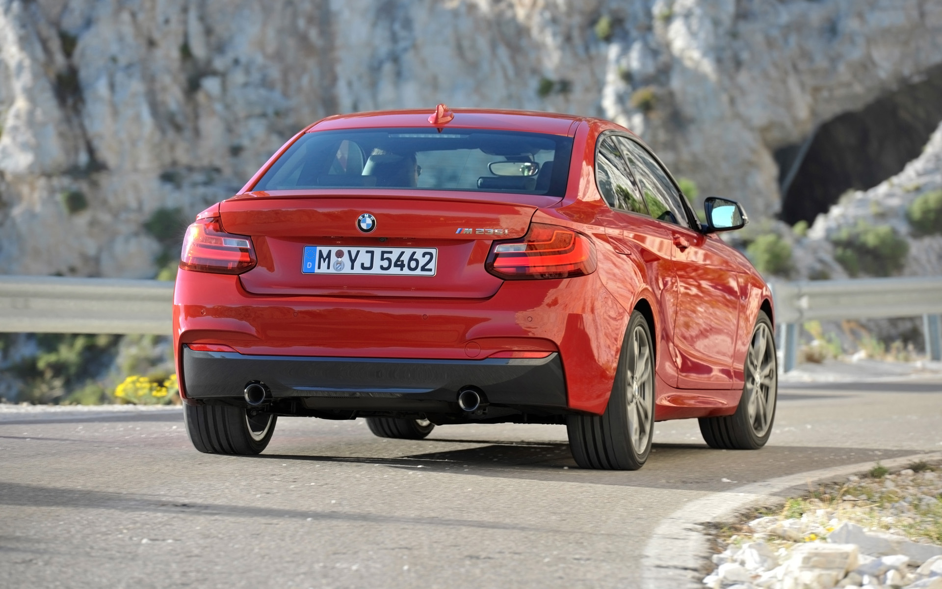 BMW 2 series M235i 2014 photo - 5