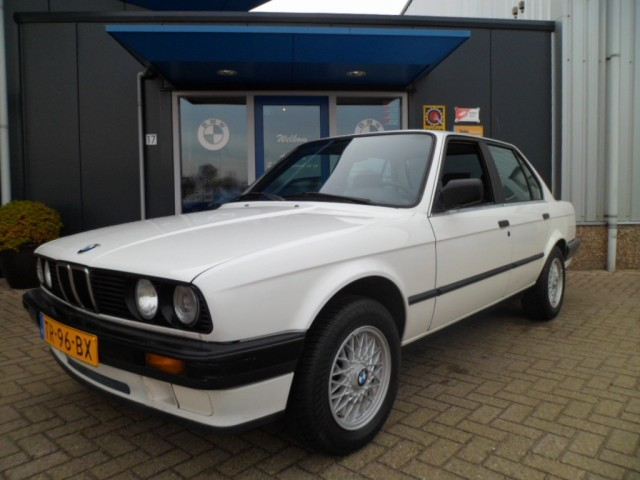 BMW 3 series 316 1988 photo - 6