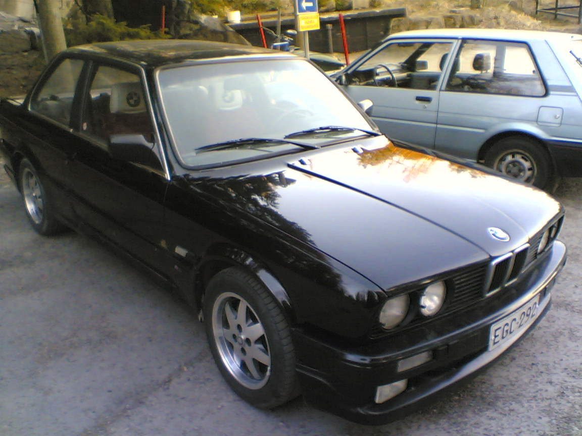 BMW 3 series 316 1990 photo - 2