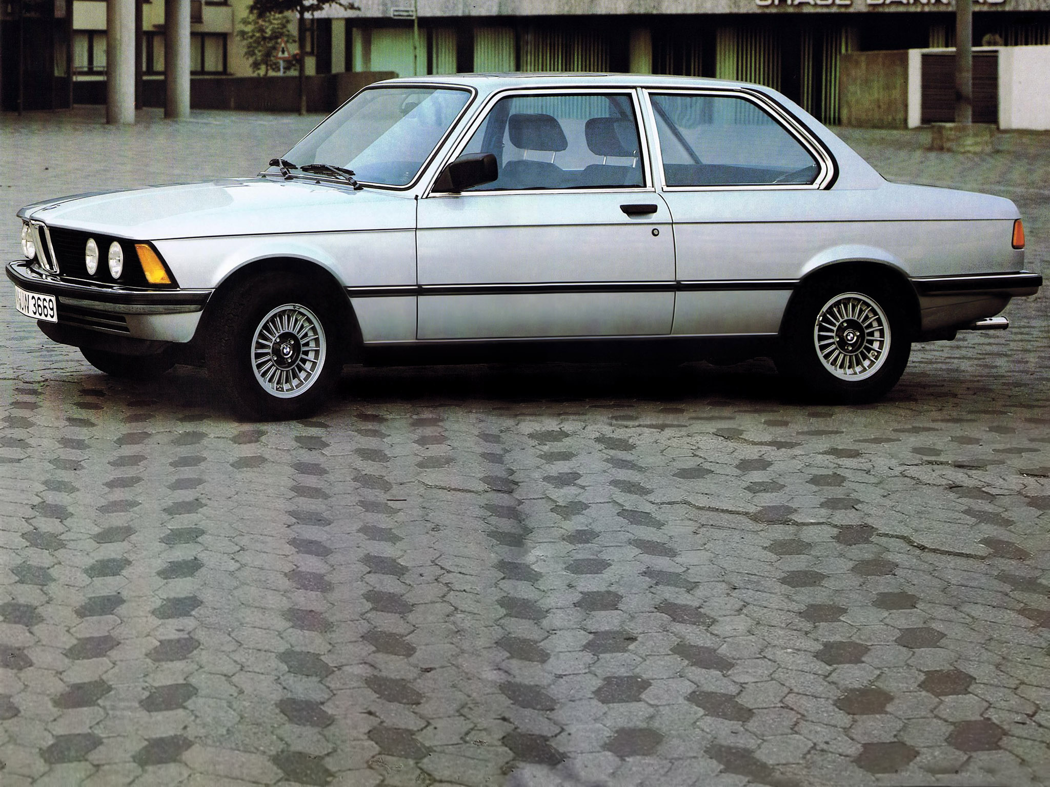 BMW 3 series 318 1975 photo - 11