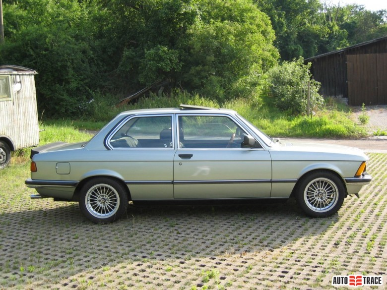 BMW 3 series 318 1975 photo - 3