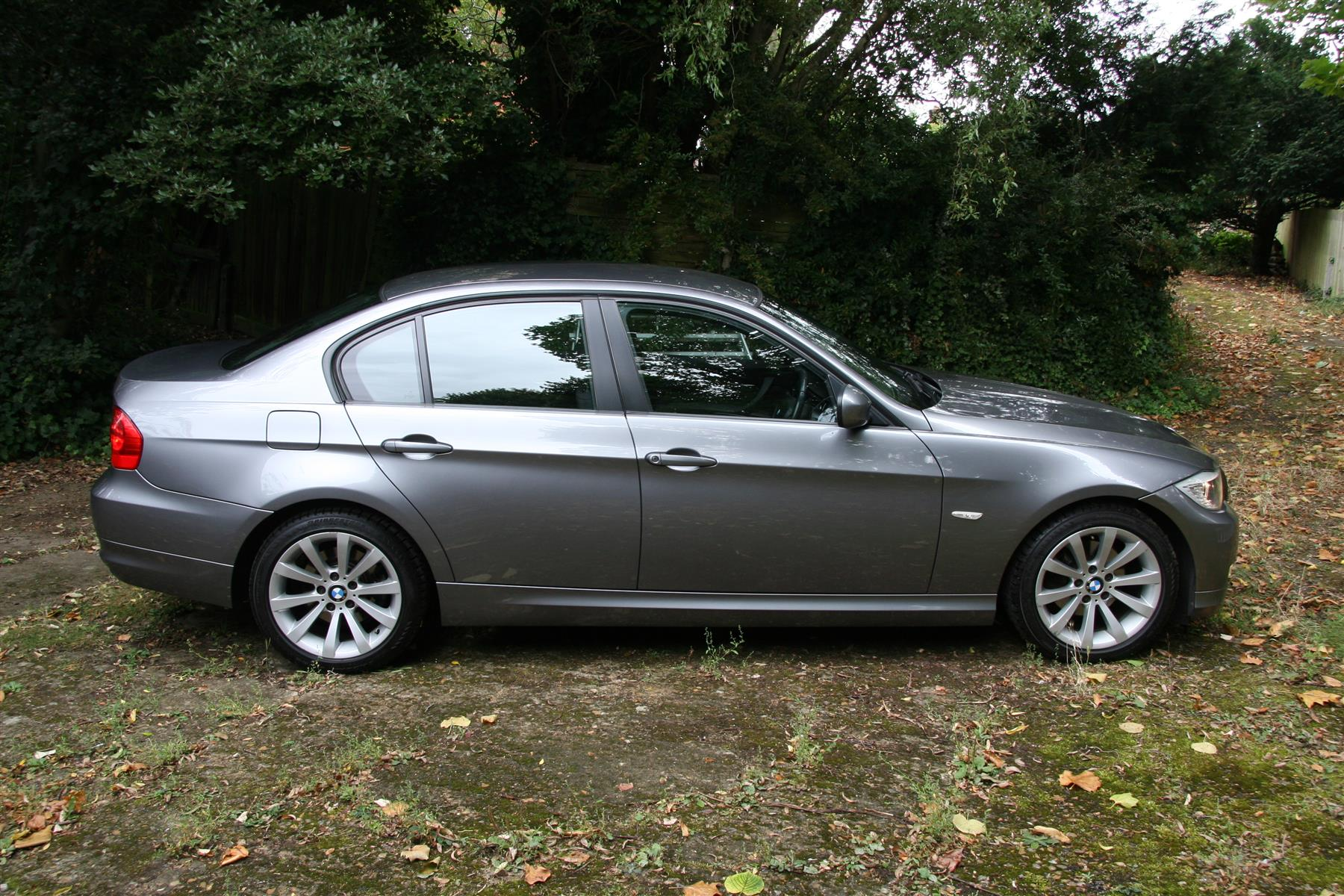 BMW 3 series 318d 2009 photo - 9
