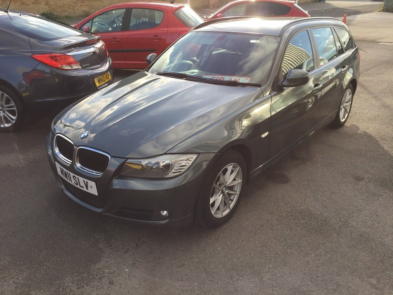 BMW 3 series 318d 2011 photo - 10