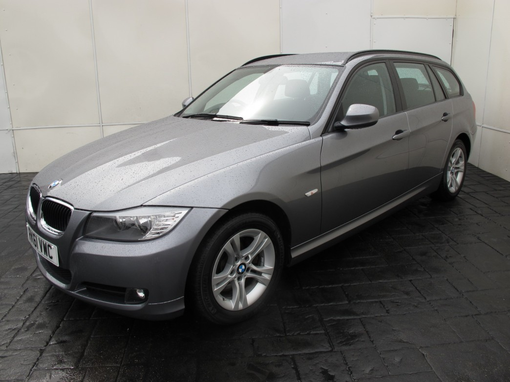 BMW 3 series 318d 2011 photo - 3