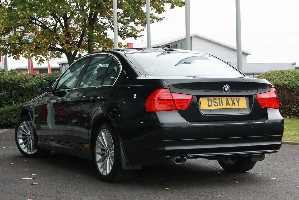 BMW 3 series 318d 2011 photo - 5